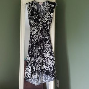 Black and white floral high-lo v-neck dress
